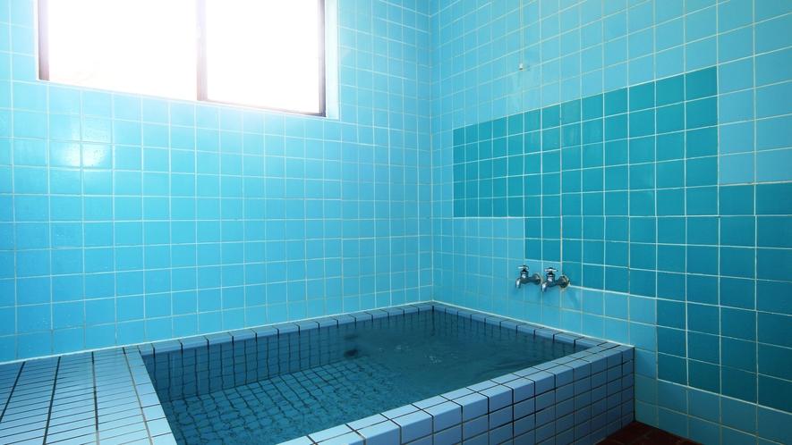 【風呂】2ヶ所あるお風呂は貸切制です。