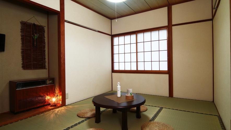 【客室】本館和室。やっぱり布団がいい方に。脚をのばしてゆっくりどうぞ。