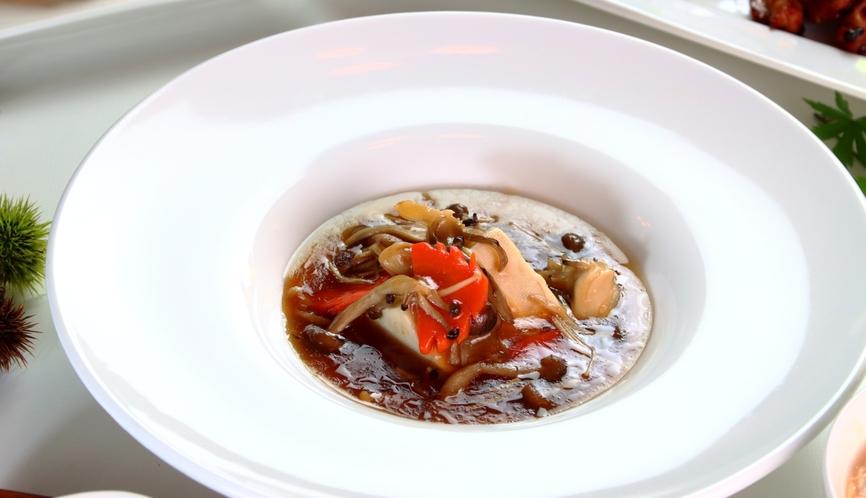 【食事】秋のスタンダードコース一例。うまみを濃縮!きのこの中華あんかけ豆腐。