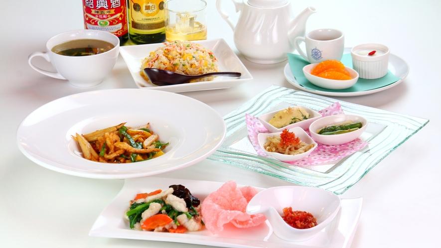 【食事】春~初夏の夕食スタンダードコース一例。桜エビや山菜など春の食材を使用した中華料理コースです。