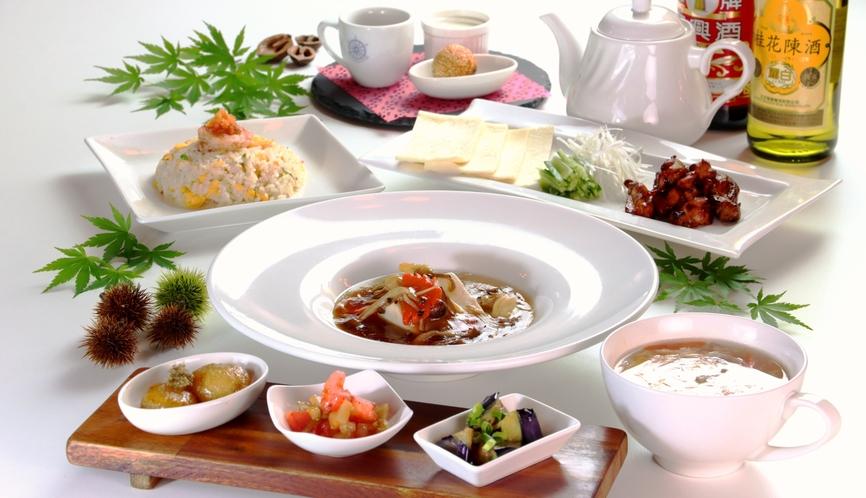 【食事】秋のスタンダードコース一例。秋ナス、きのこなど、旬の食材を使用します。