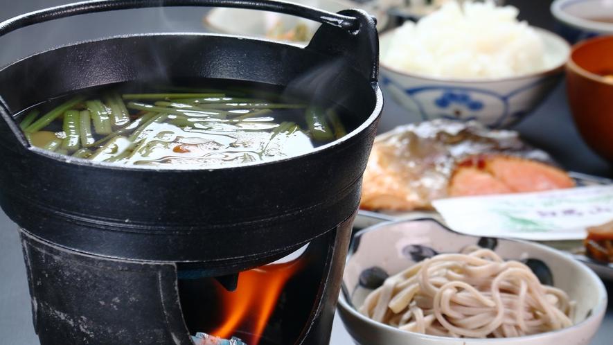 【食事】朝食一例。信州そばや体に優しい野菜を活かしたボリュームたっぷり和朝食。