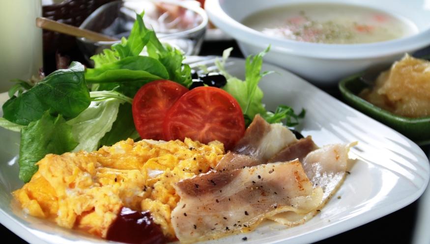 【朝食】スクランブルエッグ&ベーコン