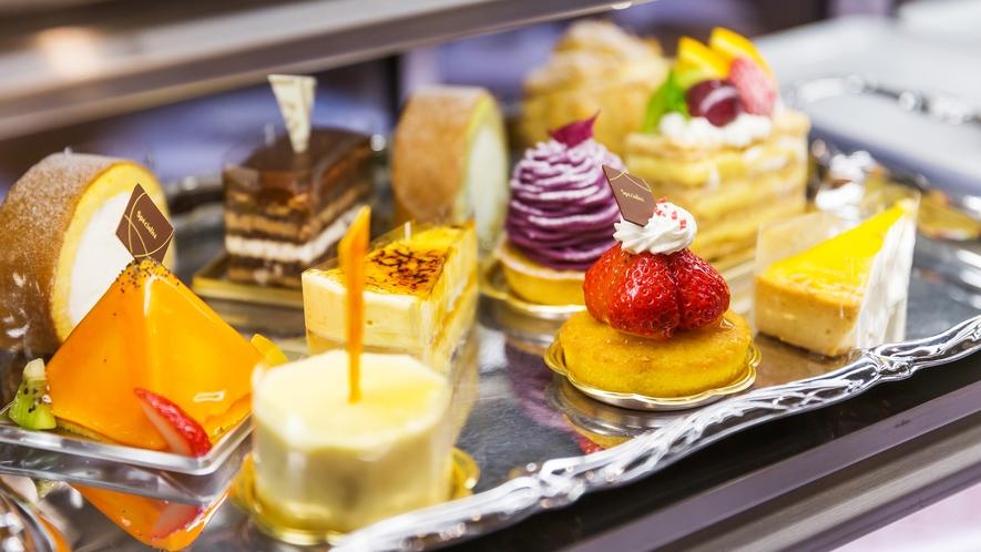 【CAPRICORN/13階】パティシエ特製スイーツイメージ:ケーキ・焼き菓子などを揃えています