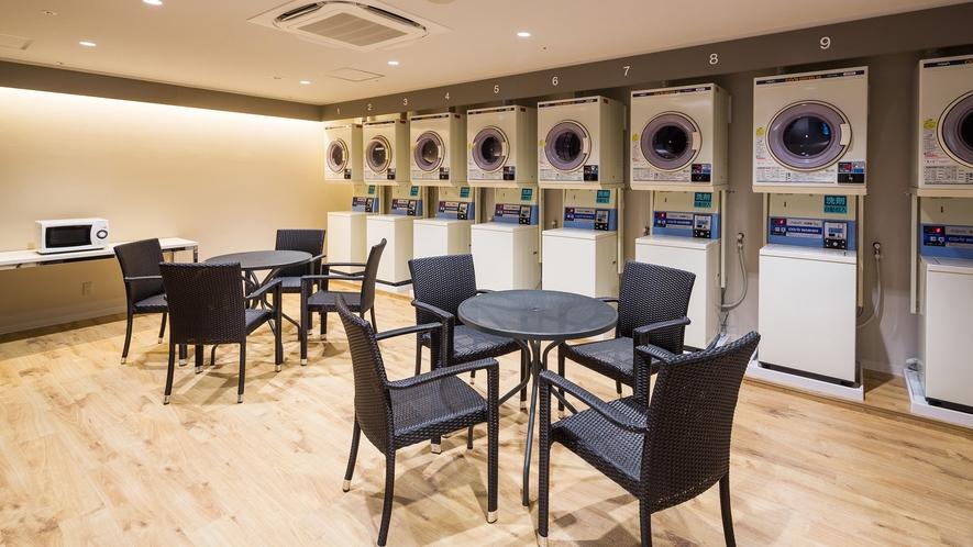【コインランドリー/2階】乾燥機・洗濯機を各8台設置