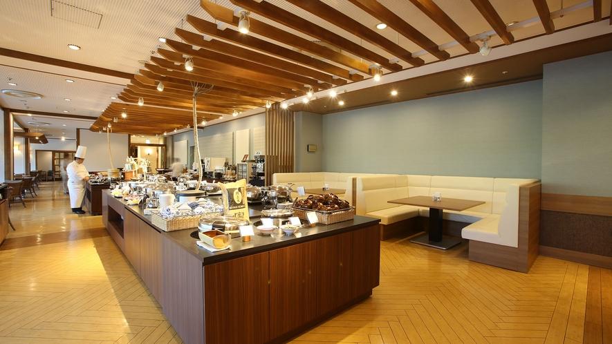 【Allday Dining AQARIUS/1階】ビュッフェスタイルレストラン:一部ソファ席あり