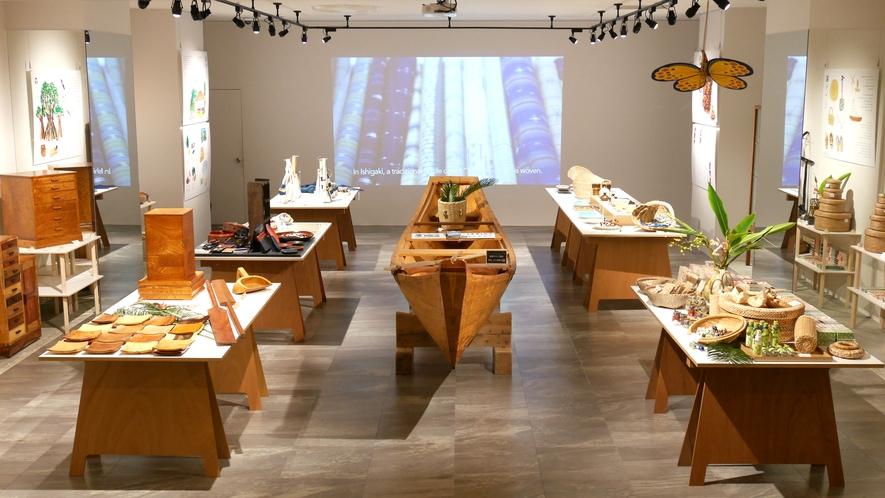 【The ART SHOP/1階】島のアート・カルチャーを紹介する企画展を常時開催