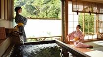 奥道後温泉を源泉かけ流し式で引き湯した展望露天風呂付客室(和洋室)