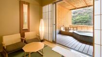 貸切露天風呂「青石風呂」と休憩スペース