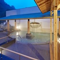 西日本最大級の大露天風呂【翠明の湯】/大湯