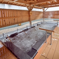 露天風呂の一つ「寝湯」