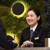 ソラリア西鉄ホテル福岡のフロントデスクは24時間対応です