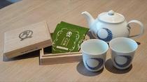 福岡の八女茶を伊万里焼のティーセットでお召し上がりください
