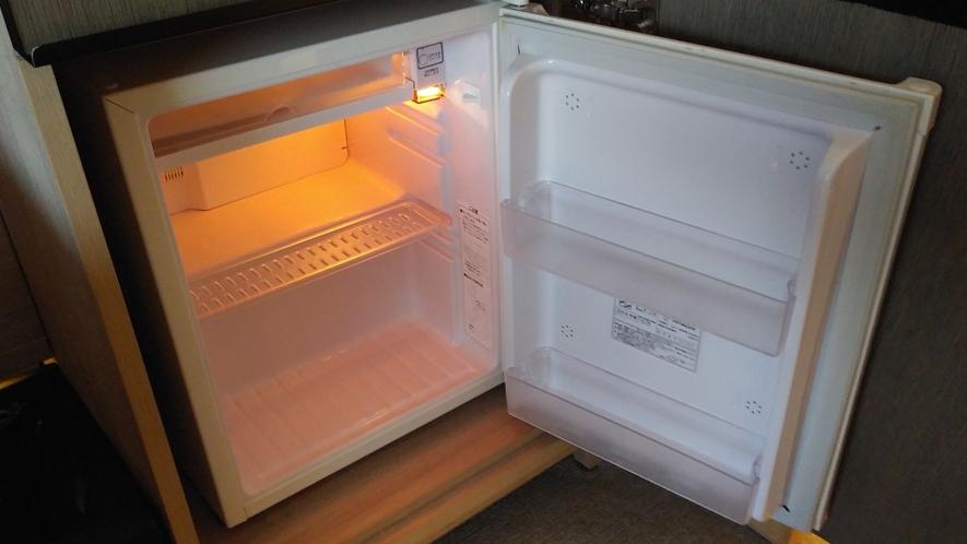 現在、感染防止に向けた取り組みの一環として、冷蔵庫内商品を撤去しております