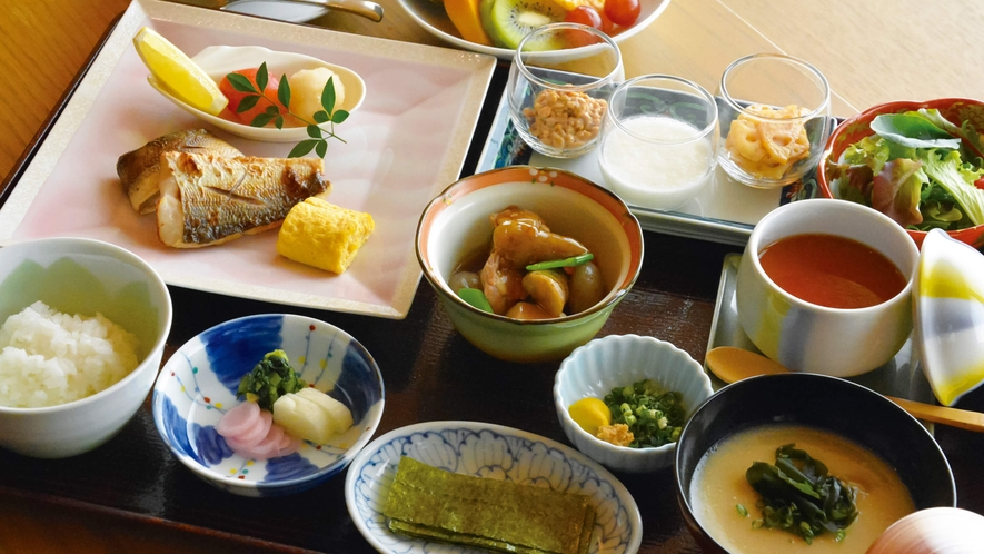 現在、朝食は時間の変更及び、朝食ブッフェを休止しております。洋定食又は和定食をご提供しております。