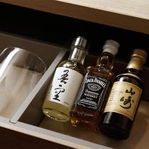 客室にてミニバー完備、冷蔵庫にもアルコールのご用意ございます
