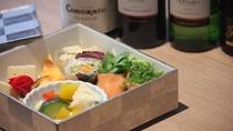 【大人の女子会プラン】おしゃれな有田焼に彩られたシェフ特製オードブルをお愉しみください!