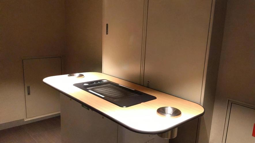 各客室フロアに喫煙スペースをご用意しております。