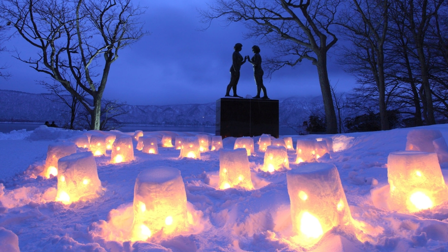 【十和田湖冬物語】 毎年2月に開催されます。 八戸駅西口からバスも出ております。