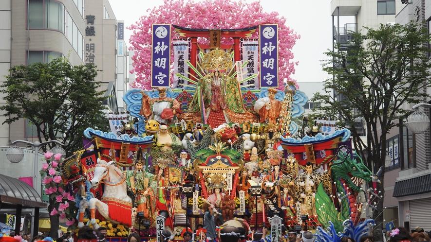 【八戸三社大祭/7月31日~8月4日】 ユネスコの無形文化遺産にも登録された、八戸地方最大の夏祭り。