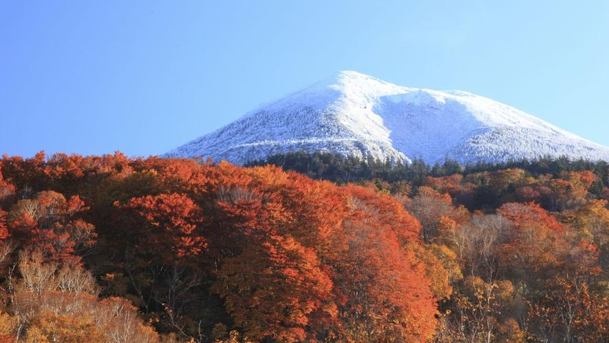 【八甲田山】青森市の南側にそびえる大岳(標高1,585m)を主峰とする18の山々からなる複数火山
