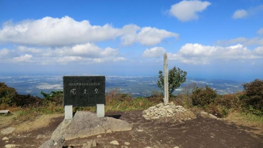 【階上岳】標高740mの階上岳は別名「臥牛山」と呼ばれ、ヤマツツジ、山菜、野鳥の宝庫です。
