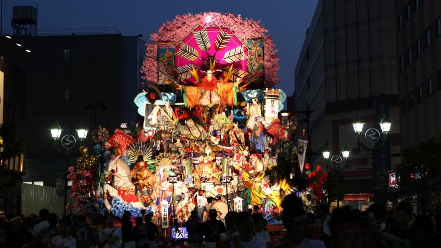 【八戸三社大祭/7月31日~8月4日】 8月2日は夜間運行です。 山車はライトアップされます。