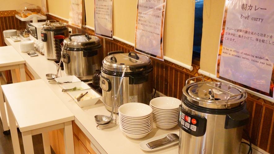 【朝食バイキング】 お味噌汁やスープの他に、郷土料理「八戸せんべい汁」もご用意しております。