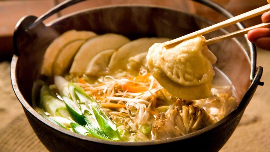 【八戸せんべい汁】 第7回B-1GPゴールドグランプリ受賞の、八戸を代表する郷土料理です。