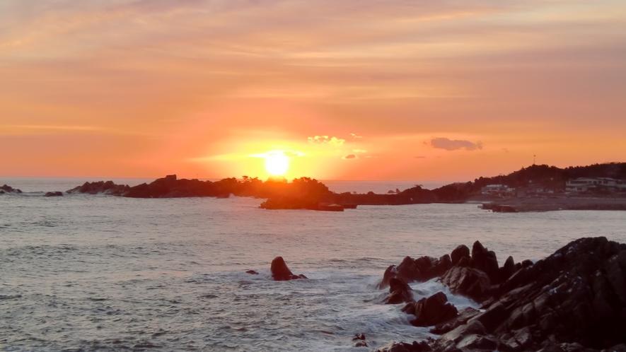 【種差海岸「初日の出」】 海岸沿いから見れる初日の出の様子です。