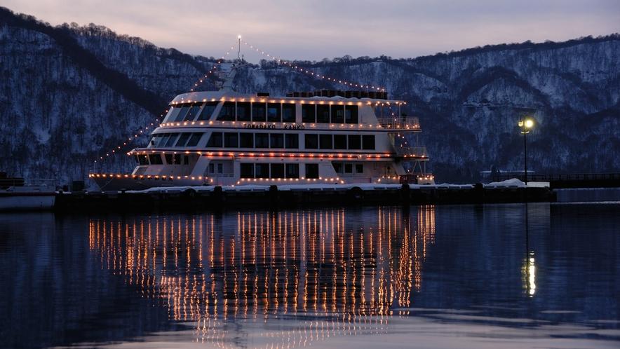 【十和田湖・遊覧船】 4月中旬から11月中旬まで運行しています。