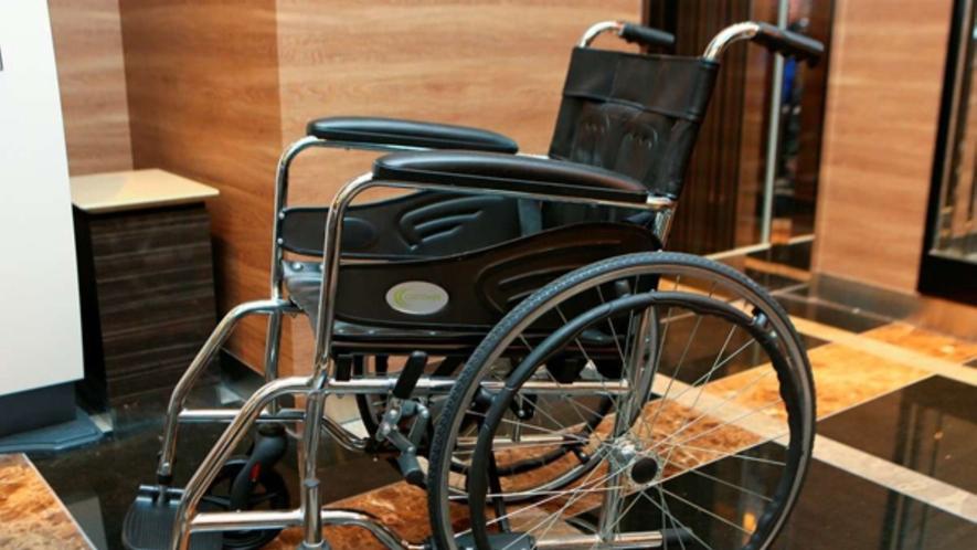 【車椅子】 フロントにて貸し出しております。 ※数に限りがございます。