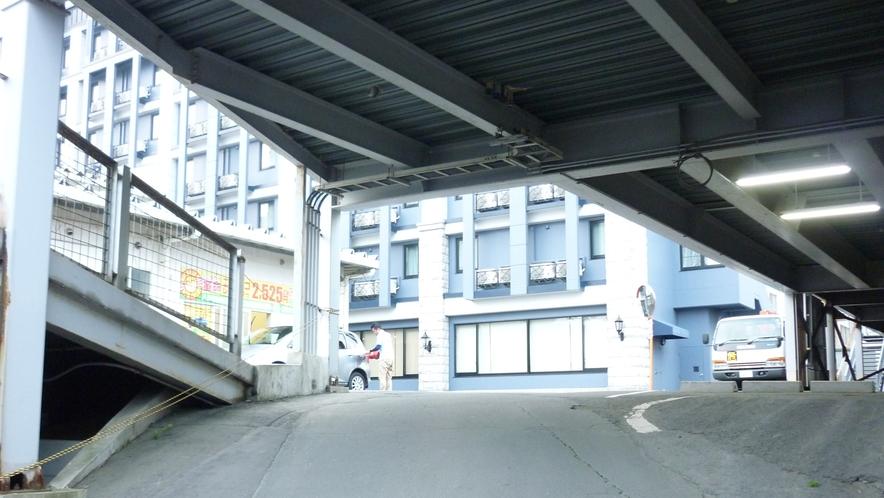 「三社大祭裏口⑨」:坂を上って左に曲がり、2階3階がホテル駐車場です。