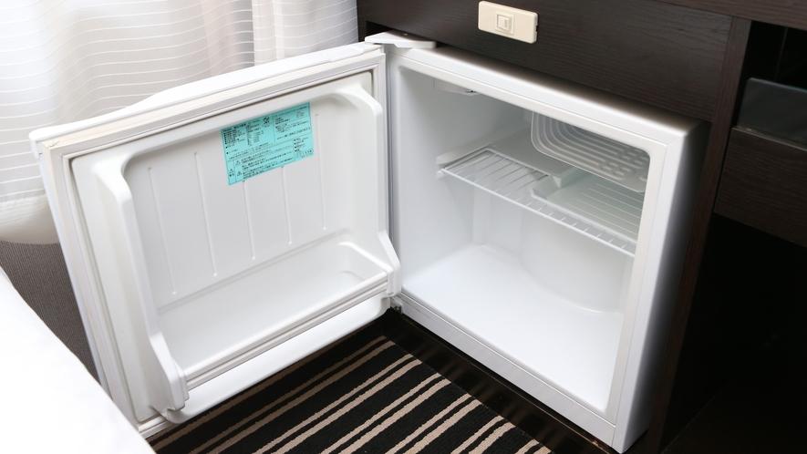 【冷蔵庫】 全室に設置しております。 環境に配慮し電源は切ってあります。