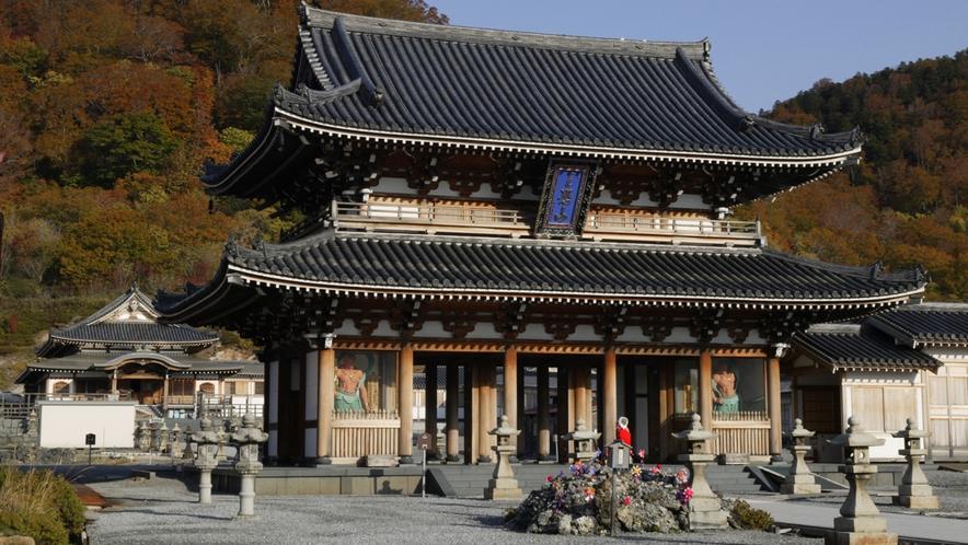 【恐山/5月~10月】 車で約2時間45分 7月には大祭典、10月には秋詣りが開催されます。