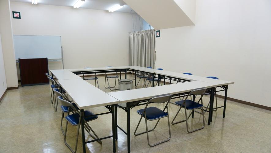【別館会議室】 ご宿泊のお客様は3時間まで無料・以降1時間毎500円です。 ※空調設備無し