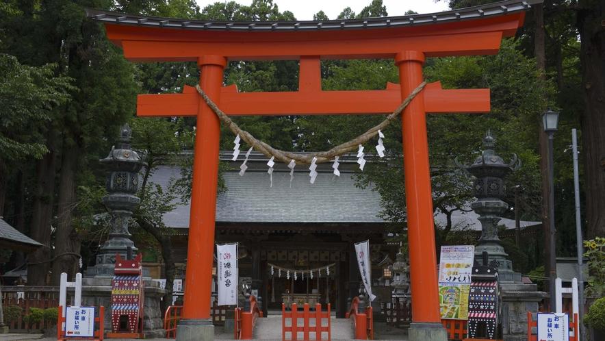 【櫛引八幡宮】 国宝「赤糸威鎧」と「白糸威褄取鎧」が所蔵されています。