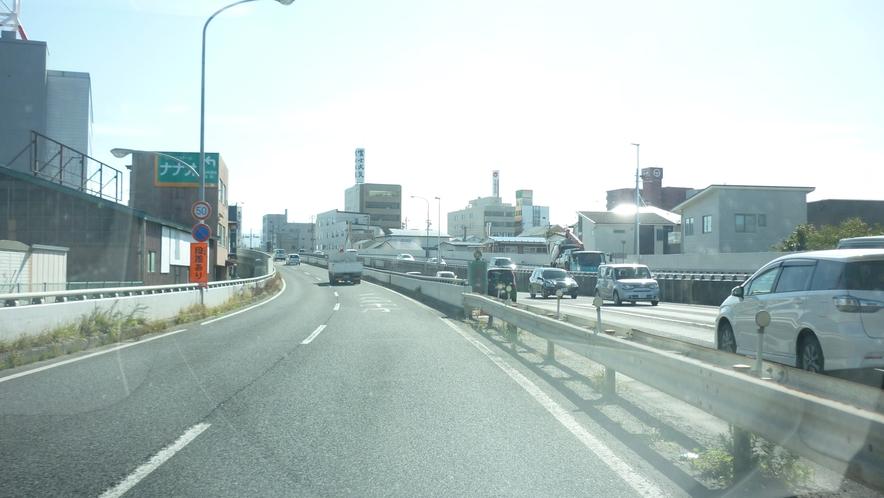 「国道45号線を青森方面から③」:坂を上っていきます。