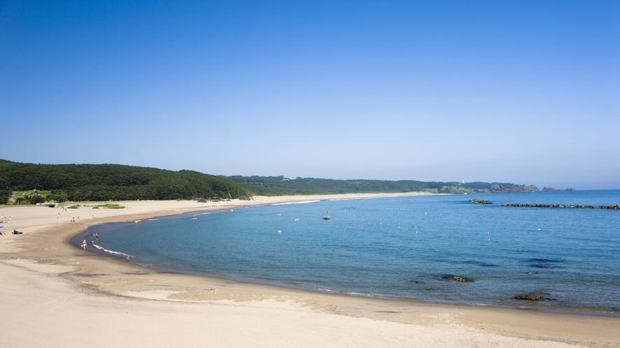 【種差海岸「大須賀海岸」】 鳴砂の海岸としてもしられます。 約2km以上にも及びます。