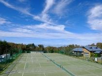 高原で爽やかテニス。標高1500mなので真夏でも爽やか