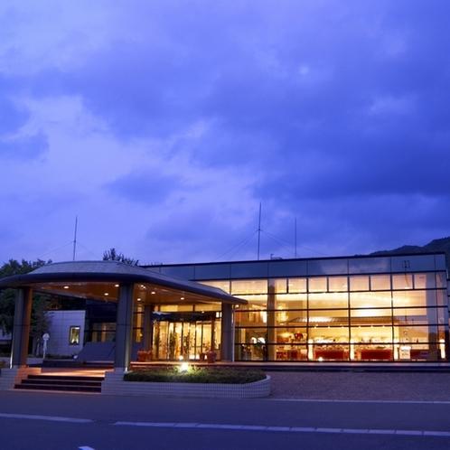 ◆施設外観-正面入口-(1)