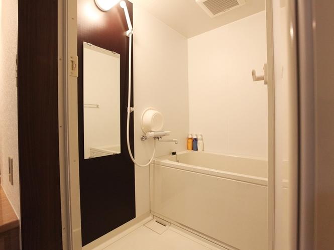 (部屋-お風呂)湯船に浸かりゆっくりと疲れを癒すことができます。(写真とは異なることがございます。)