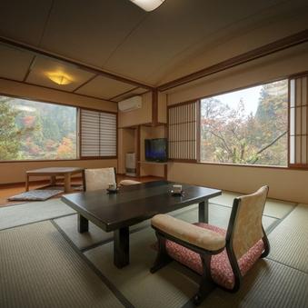 桜館2・3階 渓流眺む露天風呂・掘りごたつ付和室