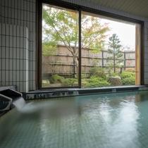内風呂(男湯) 洗い場は3ヶのこじんまりとした内湯です。