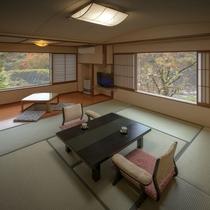桜館2・3階客室 10畳の床暖房つき畳があるので、冬でもポカポカとお寛ぎいただけます。