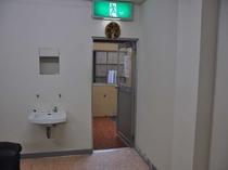 露天風呂の入り口。露天風呂は1階です。