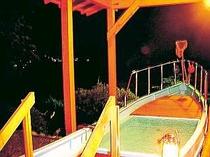 夜の貸切露天風呂からは、いさり火や対岸の稲取半島の夜景が。月夜は水平線に映る月光が綺麗ですよ!