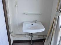 洗面台が付いているお部屋と、付いていないお部屋があります。事前にご連絡ください。