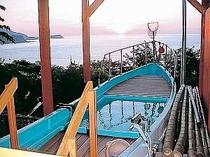 貸切露天風呂から見える大海原と日の出