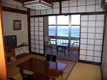 お部屋からは、相模湾が見渡せます。【8畳和室例】